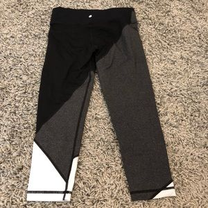Vimmia Pants - Vimmia Color Block Capri Leggings